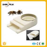 New Portable Plastic Bee Entrance Water Feeder Mayitr Beehive Honey Bee Hive Beekeeping Equipment Be
