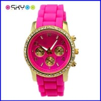 Fashion LED Quartz Geneva Diamond Watch (P5902)